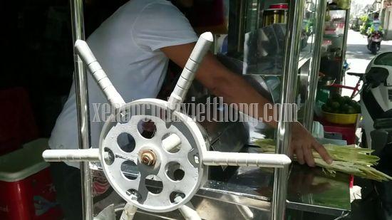 Xe nước mía truyền thống quay tay của Việt Nam
